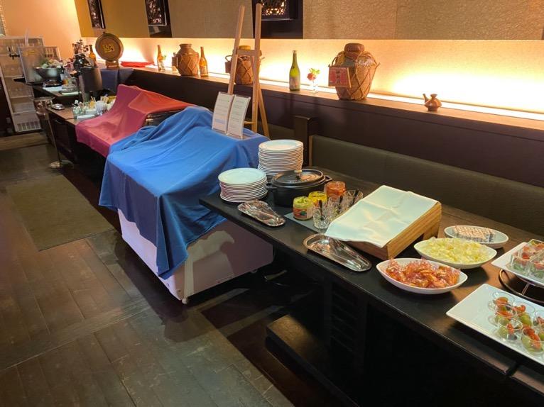 オキナワ マリオット リゾート&スパのエグゼクティブラウンジ:ビュッフェテーブル(フード)