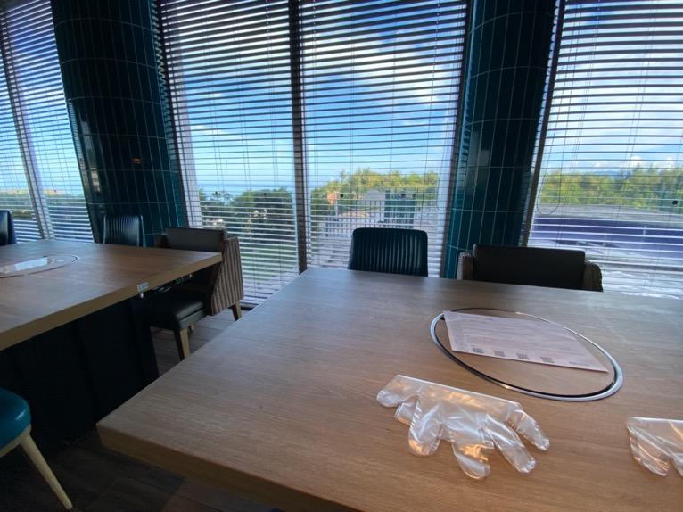 オキナワ マリオット リゾート&スパの朝食「クワッチー」:窓側の席