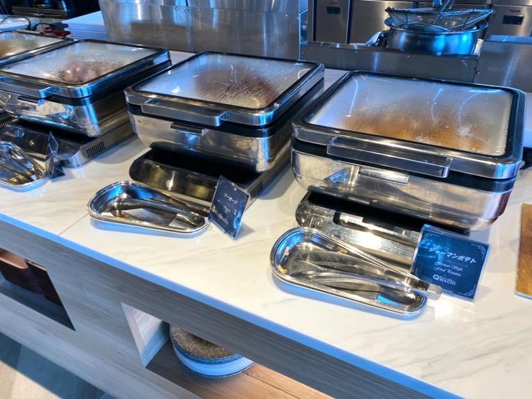 オキナワ マリオット リゾート&スパの朝食「クワッチー」:ベーコン、ソーセージ