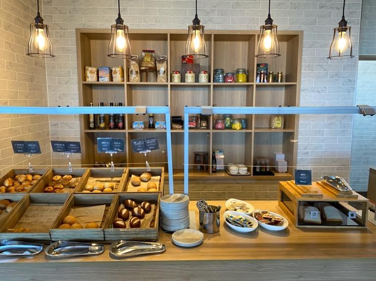 オキナワ マリオット リゾート&スパの朝食「クワッチー」:パンコーナー