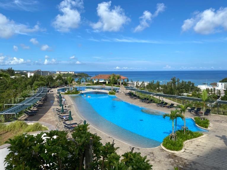 マリオット沖縄「プール」:屋外ガーデンプールの全体像