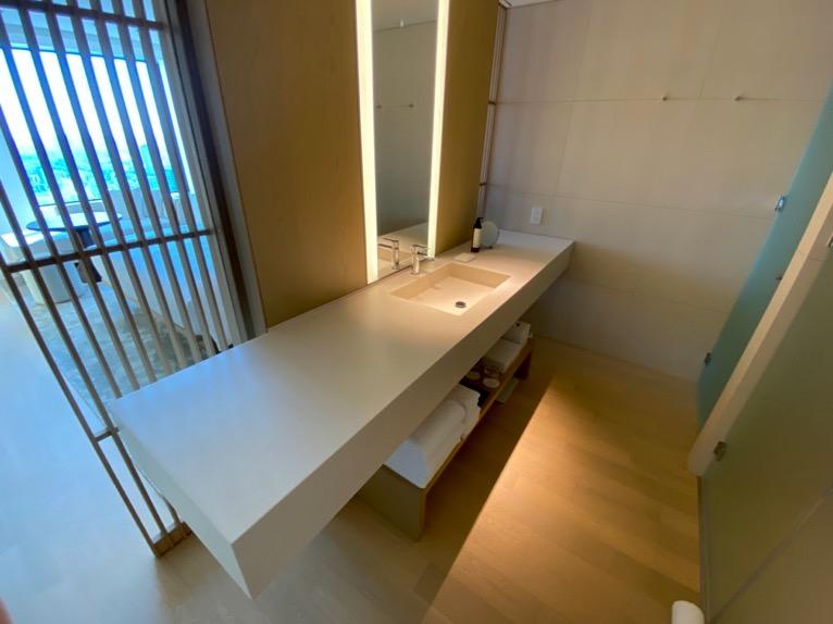 東京エディション虎ノ門「客室(デラックスルーム)」:バスルーム