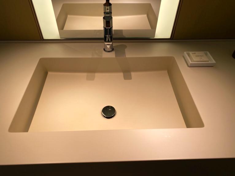 東京エディション虎ノ門「客室(デラックスルーム)」:洗面台