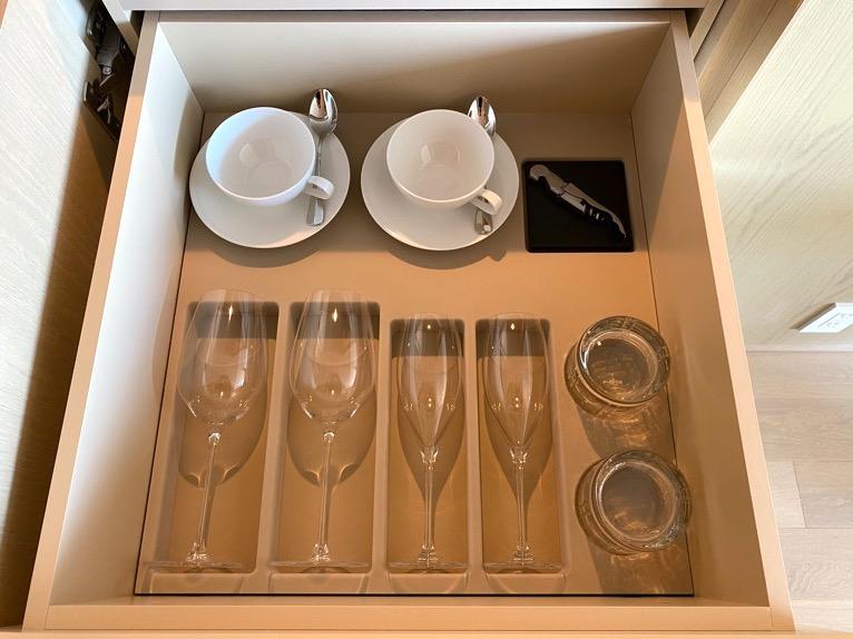 東京エディション虎ノ門「客室(デラックスルーム)」:カップ&グラス