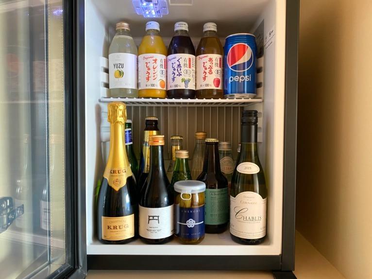 東京エディション虎ノ門「客室(デラックスルーム)」:冷蔵庫(中身)
