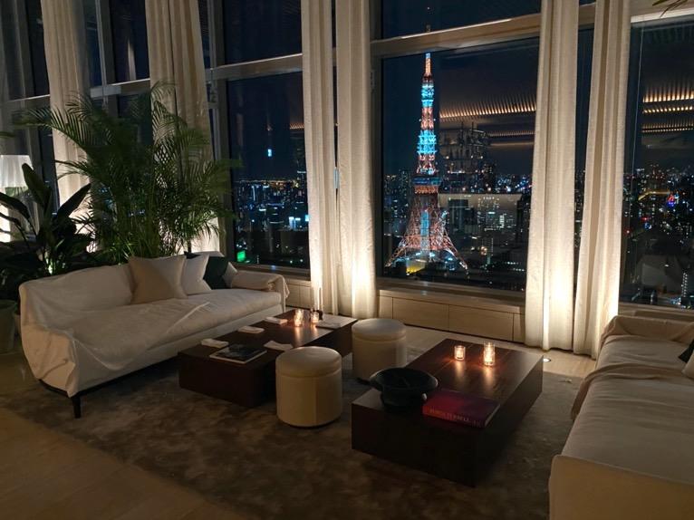 東京エディション虎ノ門「ロビー」:夜景(東京タワー)