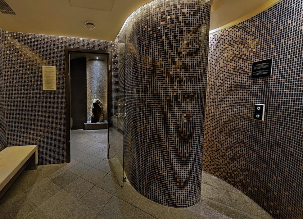 ザ・ペニンシュラ東京のプールとジム、サウナ:サウナの内観2