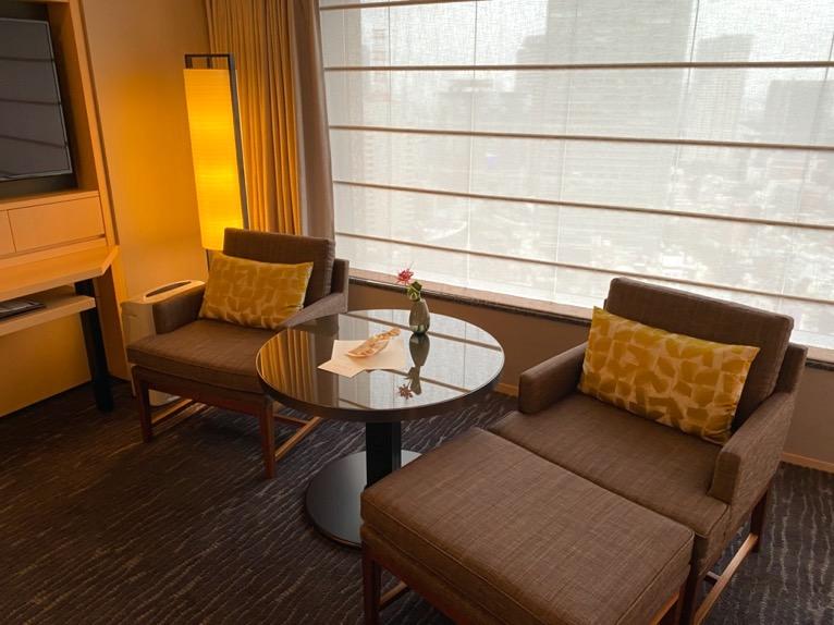 ザ・キャピトルホテル東急「客室」:ソファー&テーブル