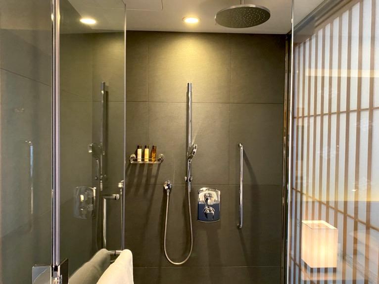 ザ・キャピトルホテル東急「客室」:シャワーブース