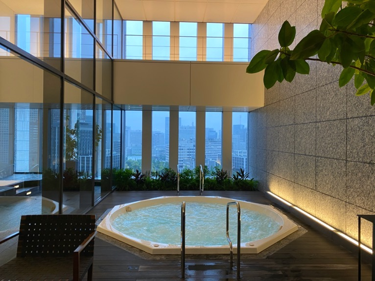 ザ・キャピトルホテル東急のプールとサウナ、ジム:ジャグジー