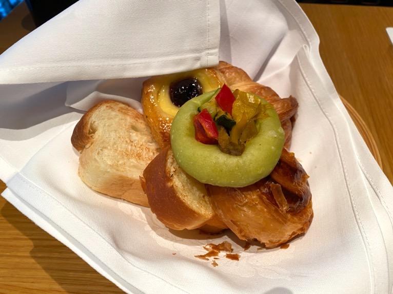 ザ・キャピトルホテル東急の朝食「洋食」:パン