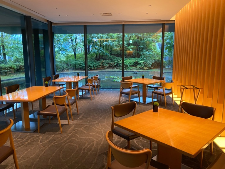 レストラン「オリガミ (ORIGAMI)」:ダイニングテーブル