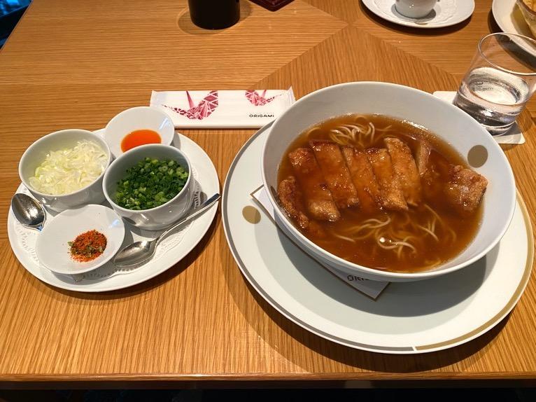 ザ・キャピトルホテル東急の名物料理「パーコー麺」と「パンケーキ」をブログレポート!
