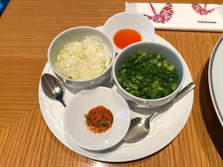 レストラン「オリガミ (ORIGAMI)」:パーコー麺(薬味)
