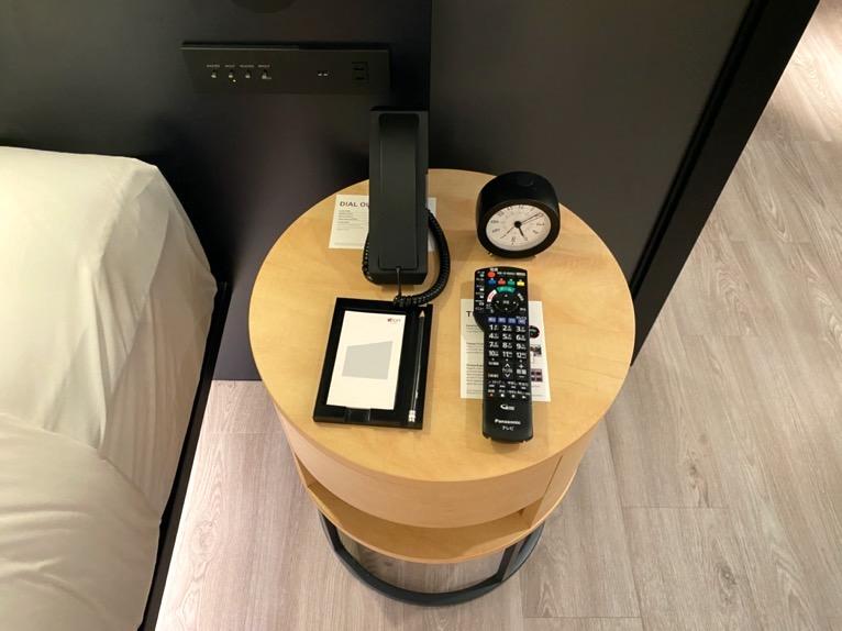 アロフト東京銀座「客室」:サイドテーブル