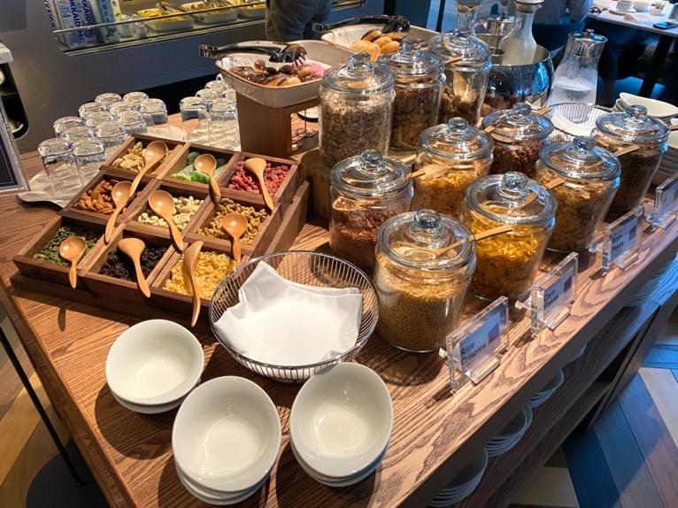 アロフト東京銀座の朝食「ビュッフェ」:シリアル