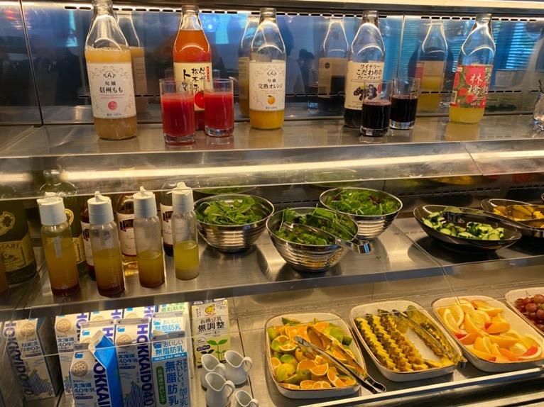 アロフト東京銀座の朝食「ビュッフェ」:ドリンク&サラダ2