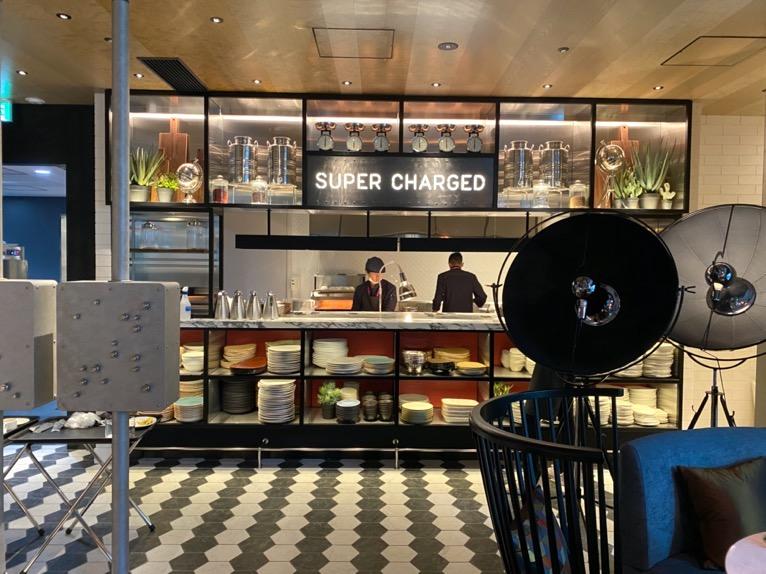 アロフト東京銀座の朝食「全体像と雰囲気」:オープンキッチン