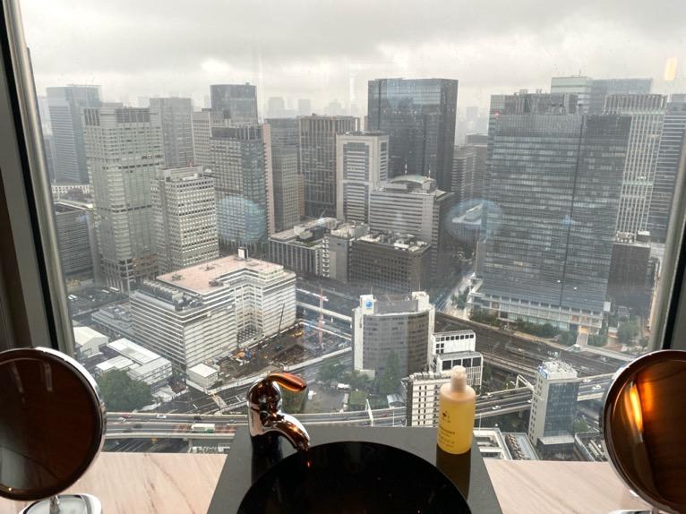 マンダリンオリエンタル東京の温浴施設:ロッカールーム(洗面台)