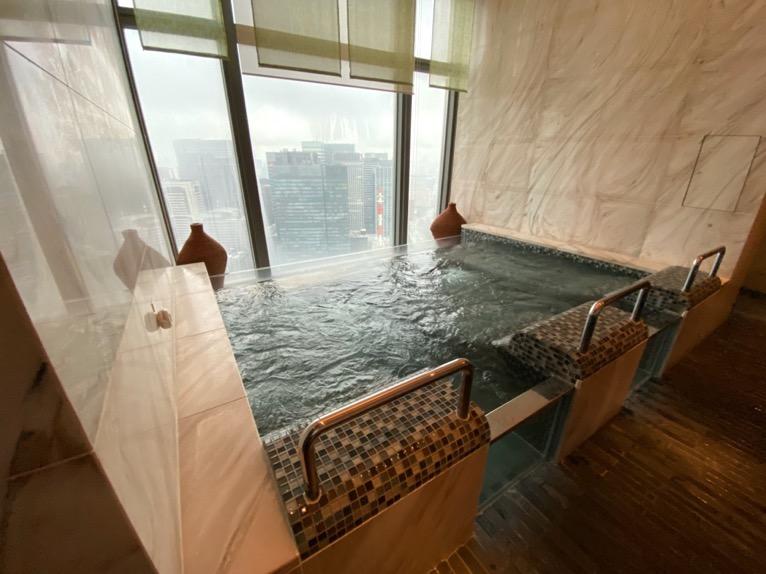 マンダリンオリエンタル東京の温浴施設:大浴場(ホットバス1)