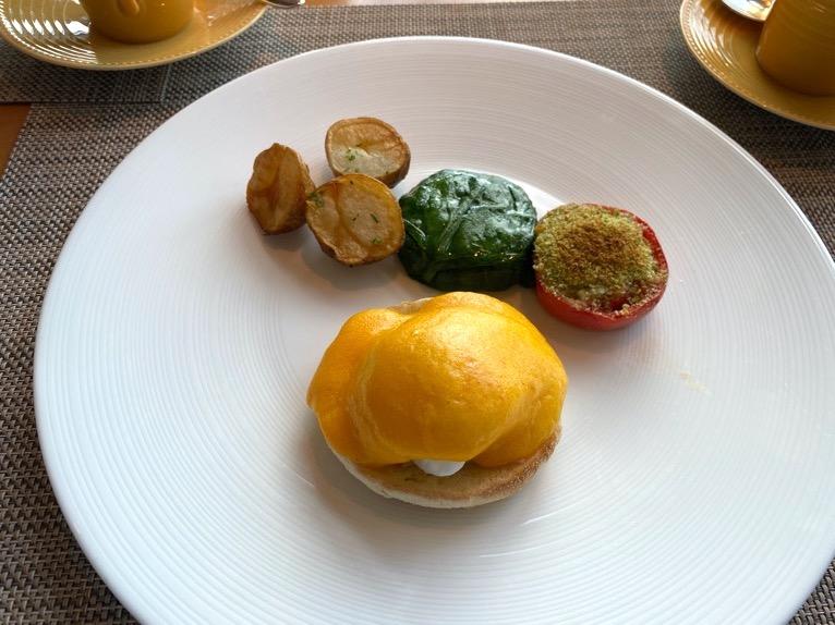 マンダリンオリエンタル東京の朝食:エッグベネディクト