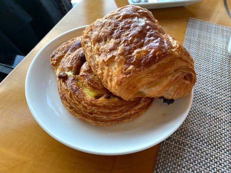 マンダリンオリエンタル東京の朝食:パンオショコラ、レーズンパン