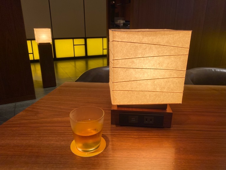 アンダーズ東京「宿泊者専用ラウンジ」:ウェルカムドリンク