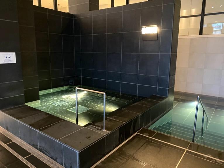 アンダーズ東京「AOスパ&クラブ」:プール(炭酸泉)