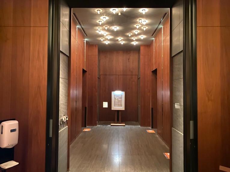 アンダーズ東京:ホテルのエレベーターホール