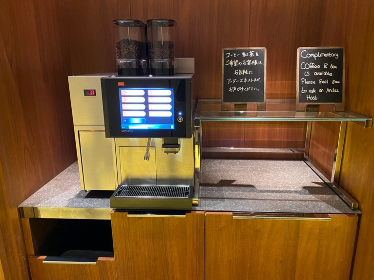 アンダーズ東京「宿泊者専用ラウンジ」:コーヒーメーカー