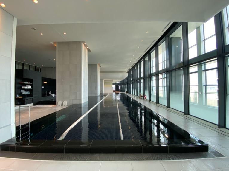 アンダーズ東京「AOスパ&クラブ」:プール(スイミングプール)