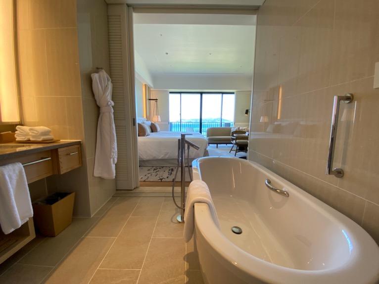 ハレクラニ沖縄「バスルーム」:全体像
