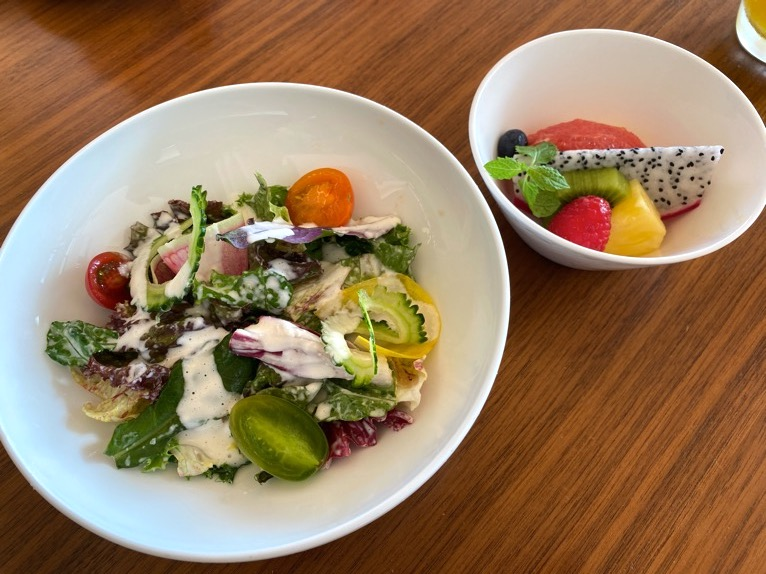ハレクラニ沖縄「ハウスウィズアウトアキー」:洋食セットの内容(サラダ&スイーツ)