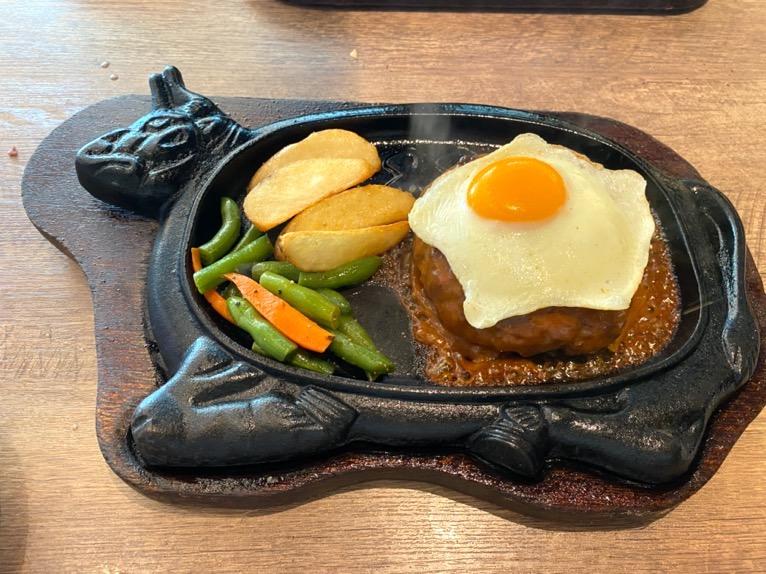 ステーキハウス88 那覇空港店「料理」:ハンバーグステーキ