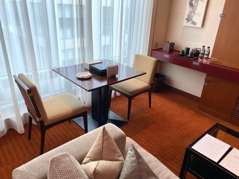 ザ・ペニンシュラ東京「客室」:ダイニングテーブル