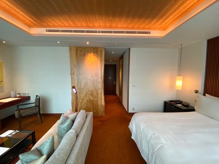 ザ・ペニンシュラ東京「客室」:折り上げ天井