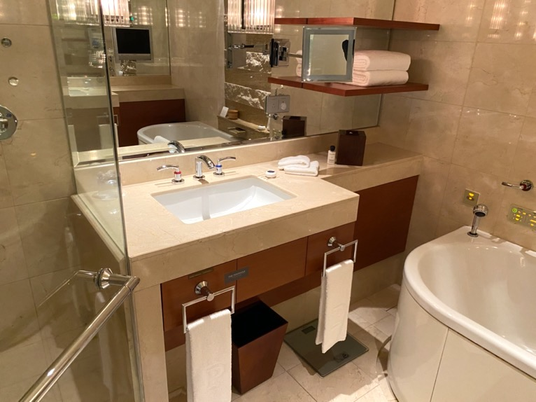 ザ・ペニンシュラ東京「客室」:洗面台1