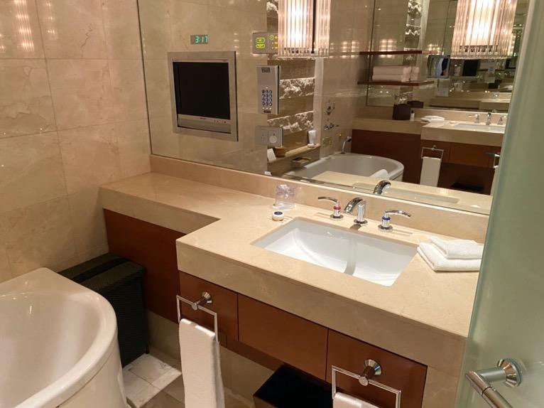 ザ・ペニンシュラ東京「客室」:洗面台2