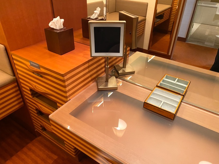 ザ・ペニンシュラ東京「客室」:鏡台