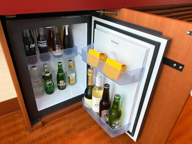 ザ・ペニンシュラ東京「客室」:冷蔵庫
