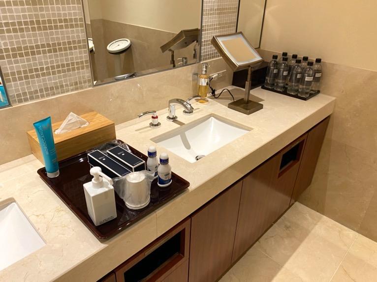 ザ・ペニンシュラ東京のプールとジム、サウナ:洗面台