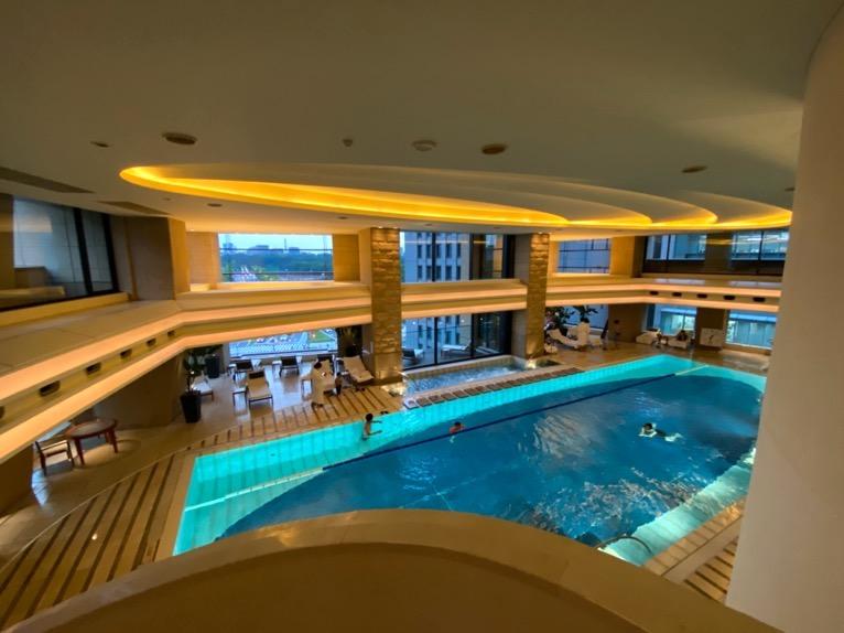 ザ・ペニンシュラ東京のプールとジム、サウナ:プールの全体像