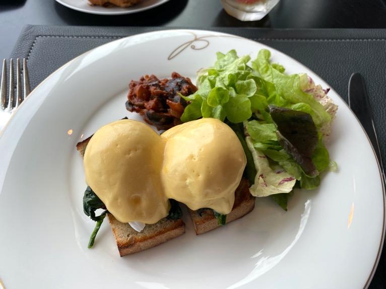 ザ・ペニンシュラ東京の朝食「Peter(ピーター)」:洋食(エッグベネディクト)