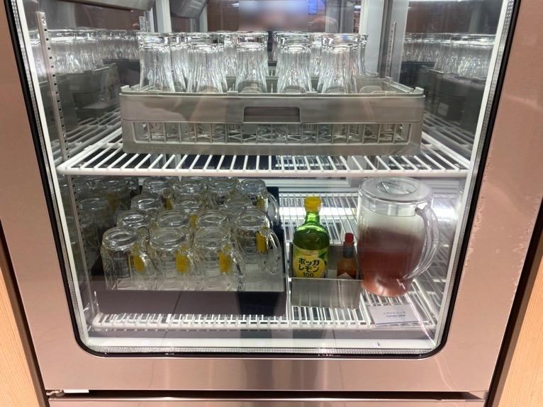 那覇空港ANAラウン:冷蔵庫1