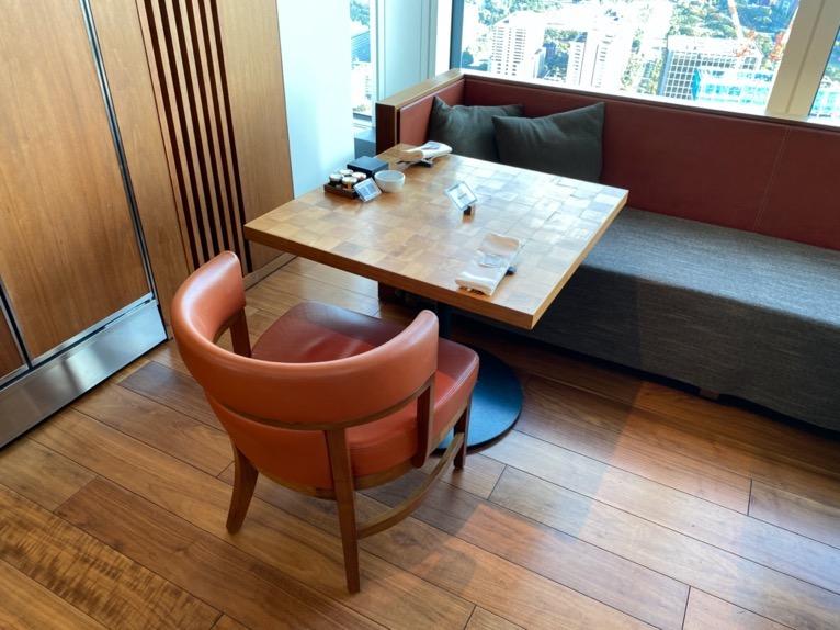 アンダーズ東京の朝食:テーブル&チェア