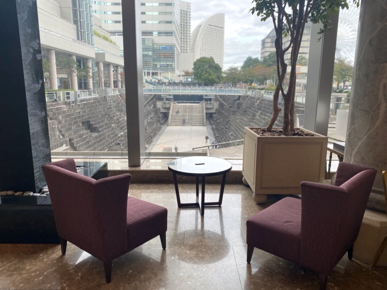 横浜ロイヤルパークホテル「ロビー」:メインロビー(眺望)