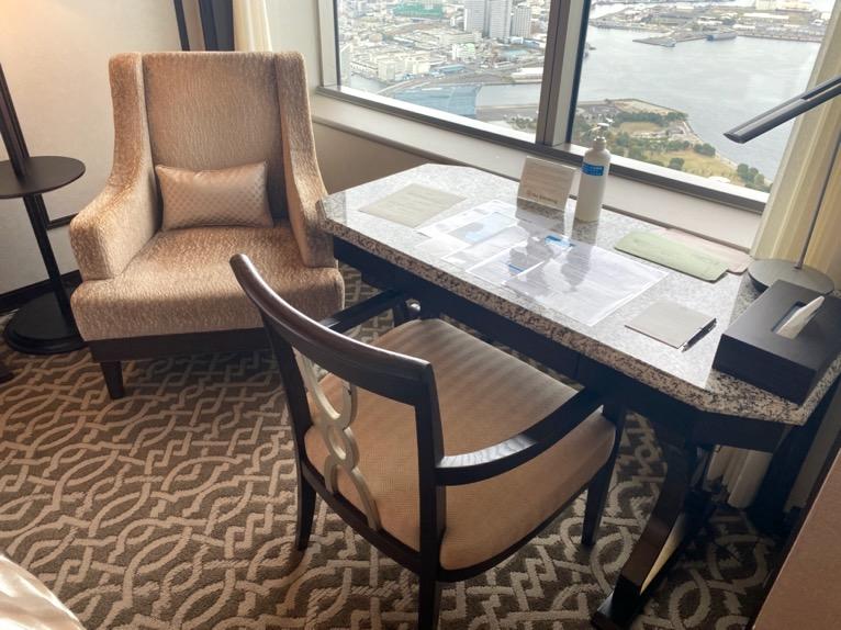 横浜ロイヤルパークホテル「客室」:デスク