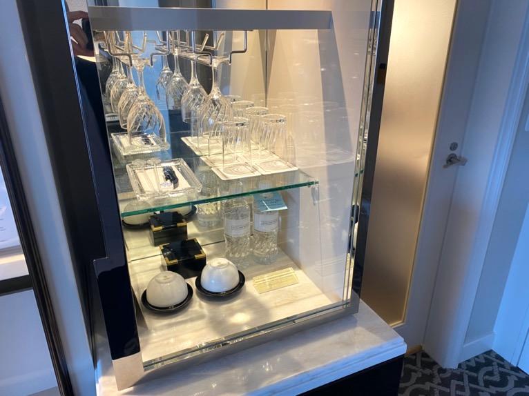 横浜ロイヤルパークホテル「客室」:ミニバー(グラス&カップ)