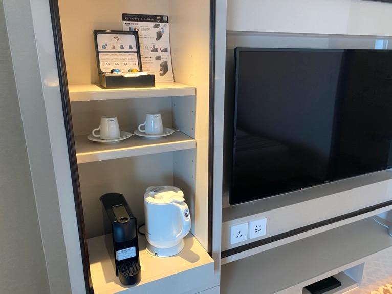 横浜ロイヤルパークホテル「客室」:ミニバー(コーヒー&ポット)