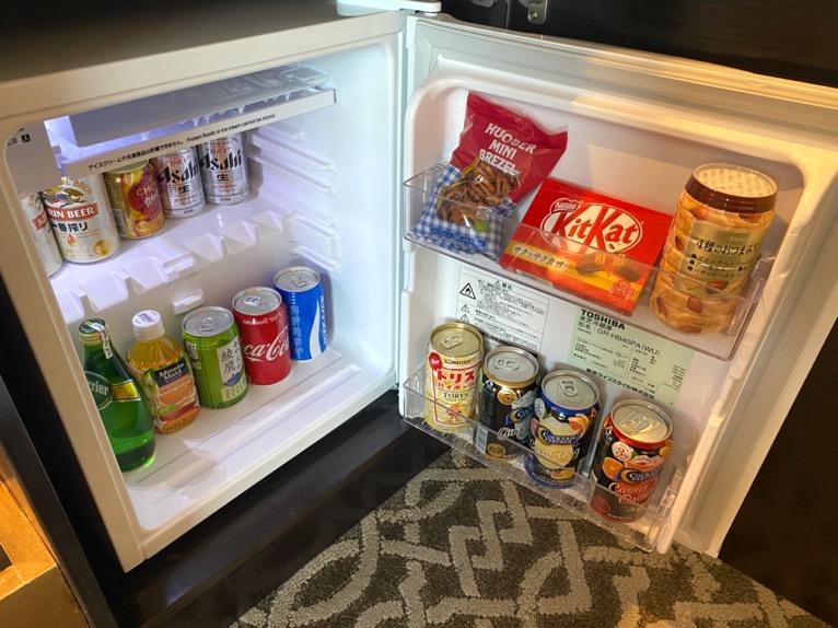 横浜ロイヤルパークホテル「客室」:ミニバー(冷蔵庫)